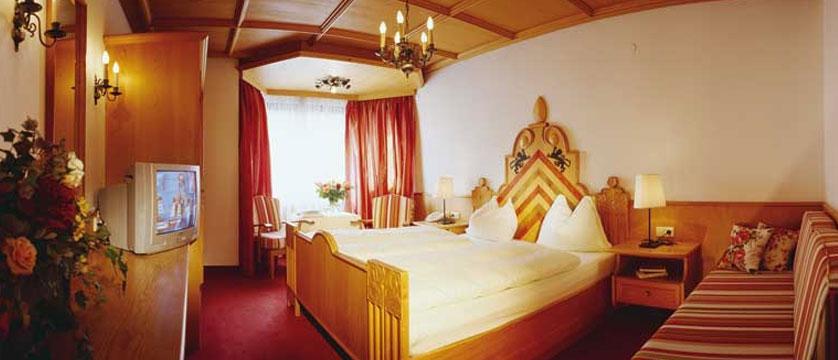 Q Hotel Maria Theresia, Kitzbühel, Austria - Bedroom.jpg